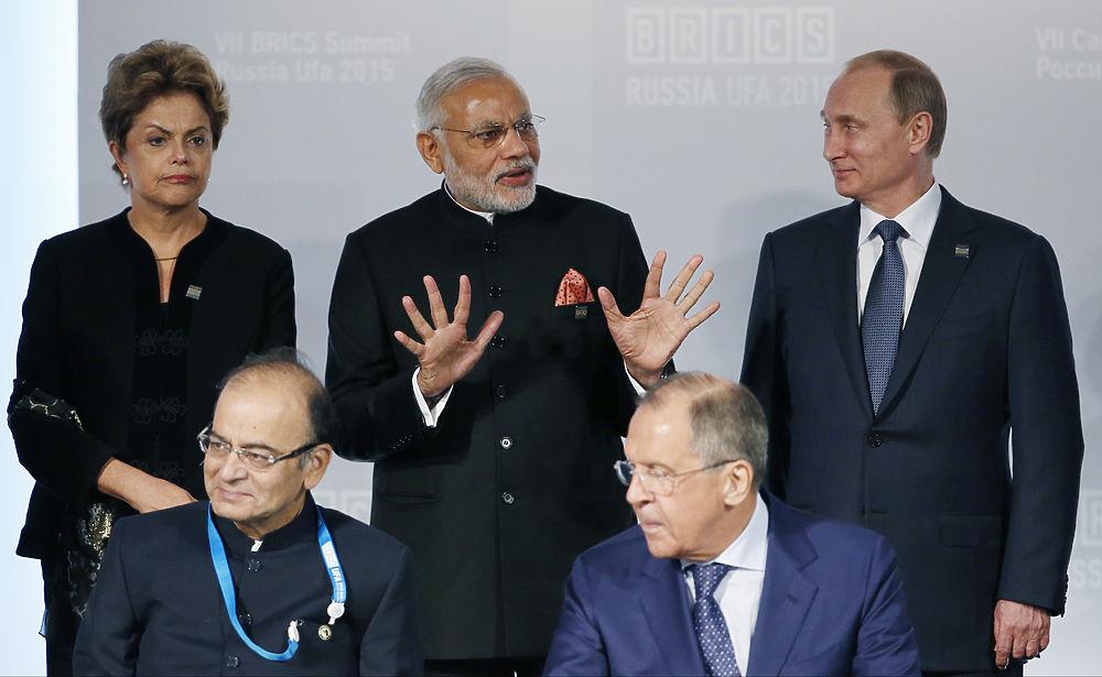 Первые лица и забавные моменты на саммитах в Уфе