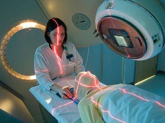 Профессор Хазанов: «скоро мы научимся лечить раковые клетки лазером»