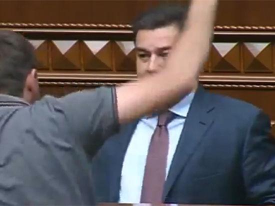 Депутаты Верховной рады передрались из-за «Правого сектора»