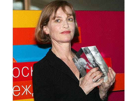Звезда французского кино дала интервью сразу на двух языках