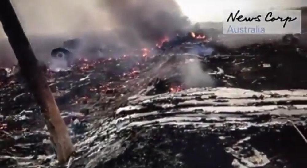 Интернет взорвали кадры первых минут после падения боинга под Донецком