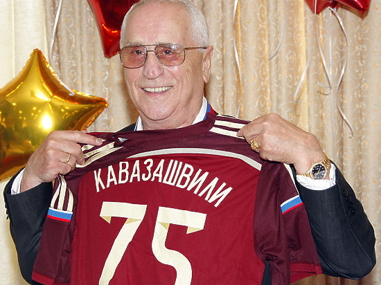 Легендарному футболисту Анзору Кавазашвили 75 лет