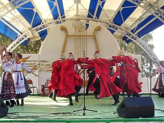 25 июля в Вязниковском районе состоялся большой гала-концерт 42-го Всероссийского праздника поэзии и песни им. Алексея Фатьянова.