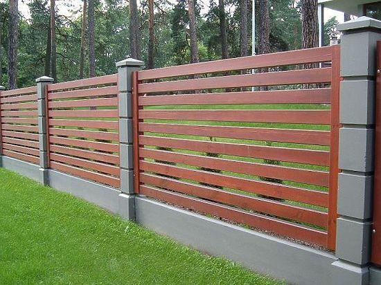 Современный забор как гармоничное дополнение ландшафта