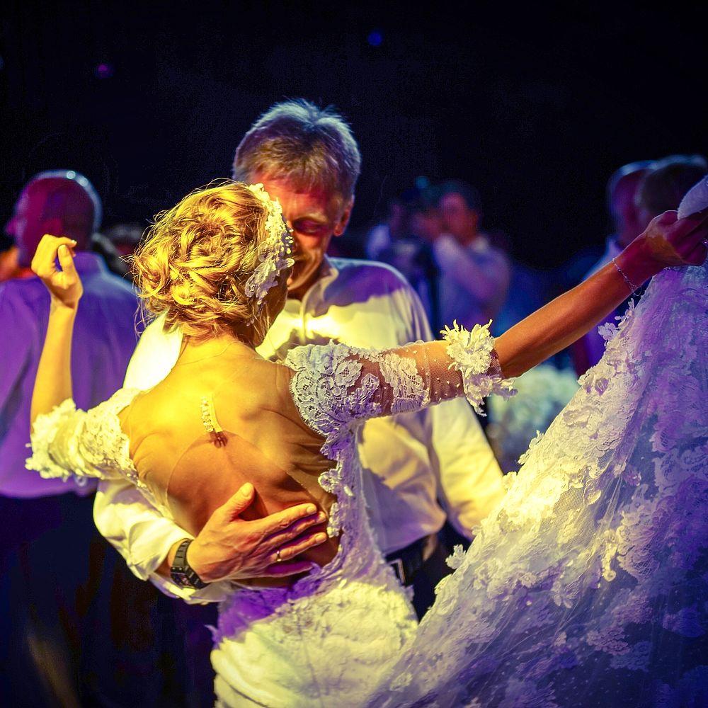 Опубликованы новые потрясающие фото со свадьбы Навки и Пескова