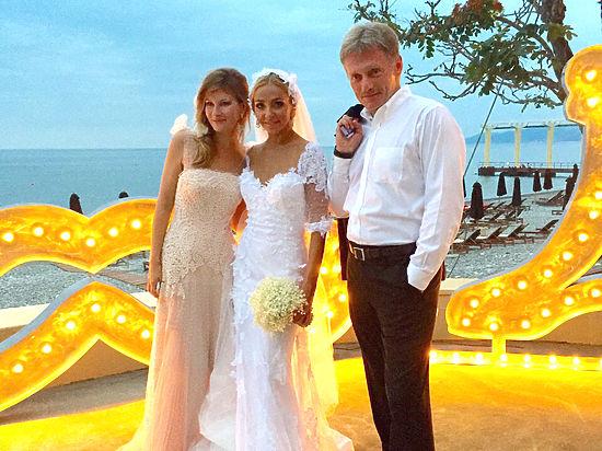 Песков: Я не мог не надеть на свадьбу подарок жены