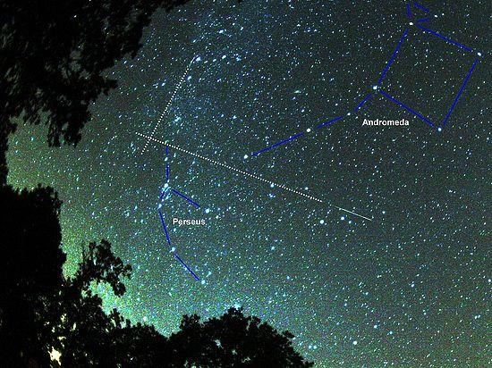 Во время пика самого известного и мощного из метеорных потоков количество падающих звезд может достигать сотни в час