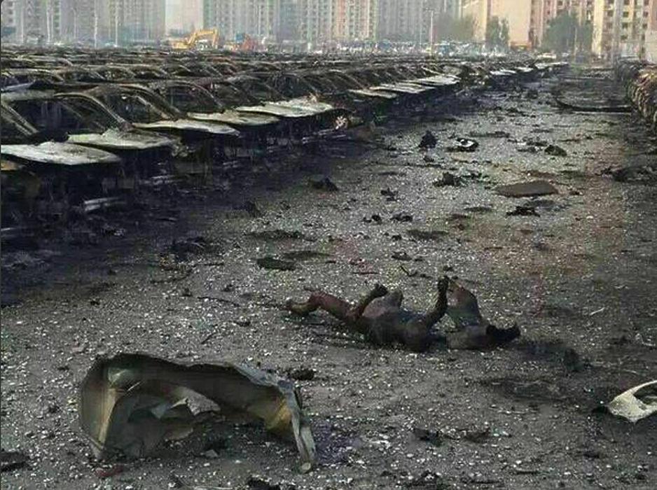 Соцсети переполнены снимками взрыва и его последствий в китайском Тяньцзине