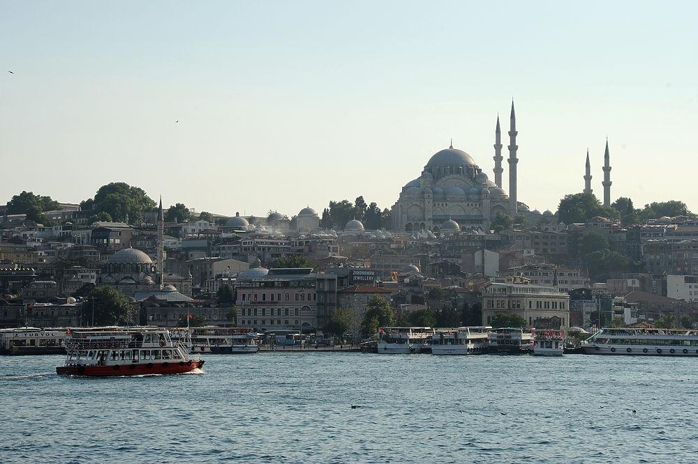 Стамбул, мирный город контрастов