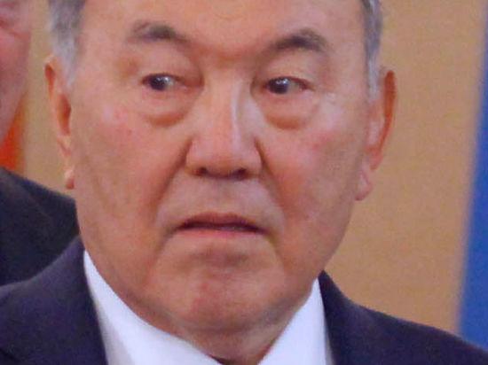 Привет от  Назарбаева: крах тенге потянет рубль еще ниже