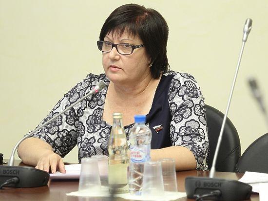 Депутат объяснила предложение сажать за «неправильный» гимн России своим смущением