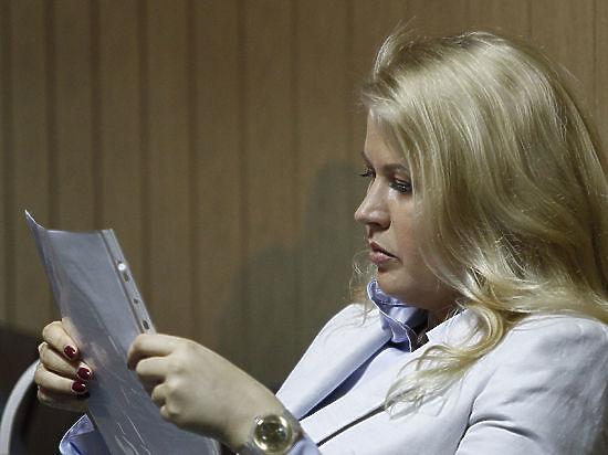 Сама осужденная не явилась в зал суда, а рассмотрение ходатайства отложили до следующего вторника