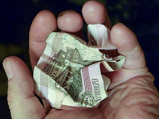 Россияне тратят последние сбережения, опустошая магазины перед новым ростом цен