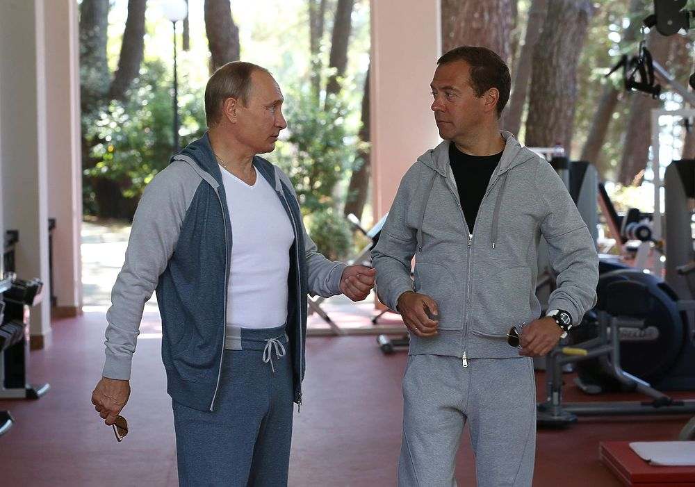 Путин и Медведев вместе посетили тренажерный зал и позавтракали