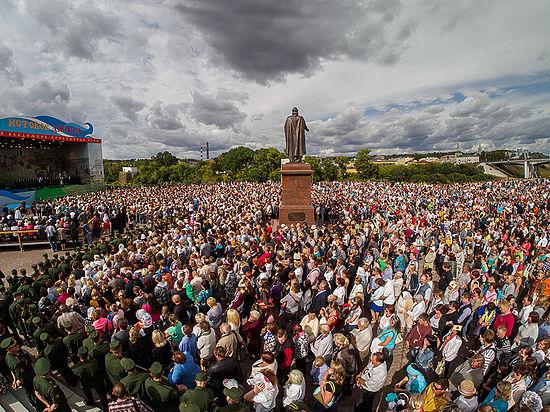 Возвращение к истокам: патриарх Кирилл открыл памятник князю Владимиру
