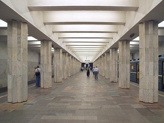 Мужчина бил ногами пассажирку метро за сделанное ему замечание