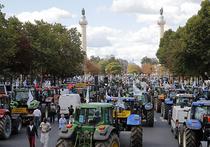 Новый кризис Европы: тысячи фермеров на тракторах взяли Париж штурмом