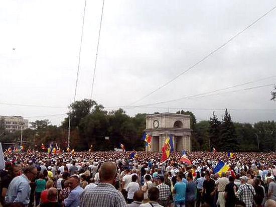 В Молдове проходят крупнейшие за последнее время акции протеста