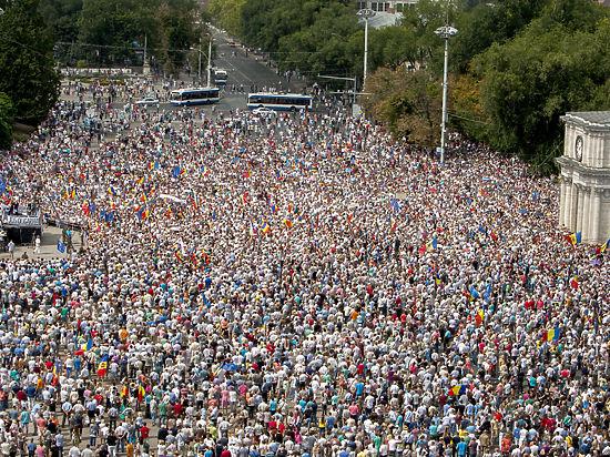 Коммунистов в Молдавии используют как «таран» для смены обанкротившейся власти