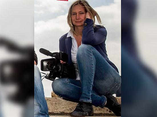 Ультраправую венгерскую журналистку уволили с телеканала за избиение беженцев
