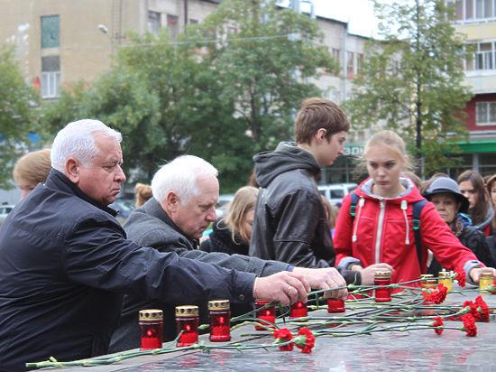 334 свечи зажгли в Екатеринбурге