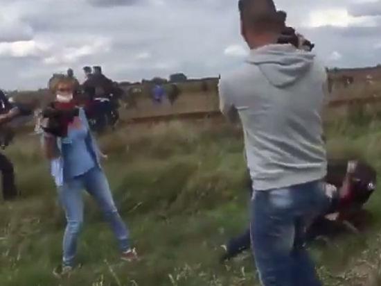 Венгерская журналистка извинилась за избиение беженца с ребенком