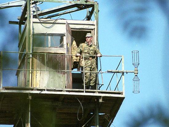 Еще один украинский пограничник пришел брататься к крымским военным