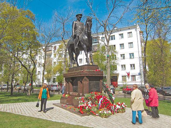 памятники в омске знаменитые
