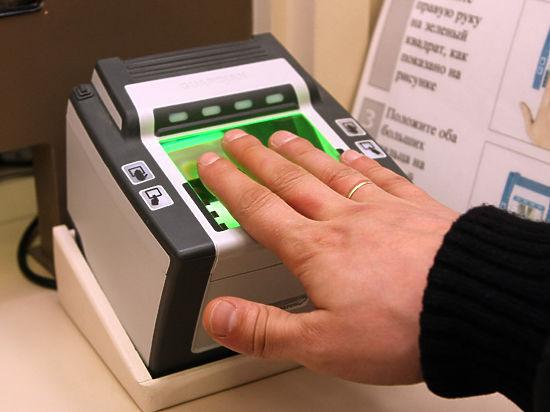 Из-за необходимости сдавать отпечатки пальцев в регионах образовались большие очереди