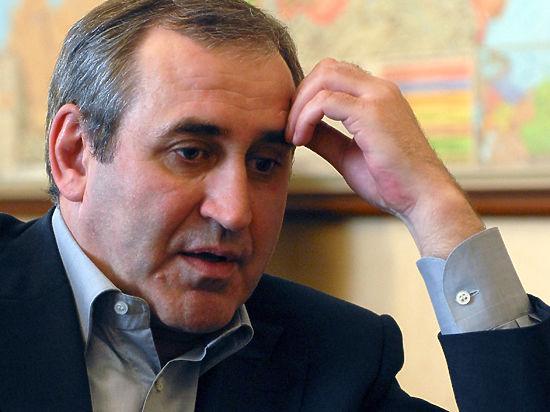 Глава Генсовета «ЕР» Неверов обрушился на коллегу Гудкова: «Жует стейки в компании иностранных консультантов»
