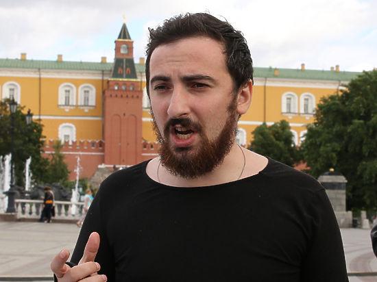 А всех смеявшихся «демокрашек»-журналистов православные активисты решили записывать