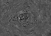 На новых фото северного полюса Луны ученые увидели замороженную воду