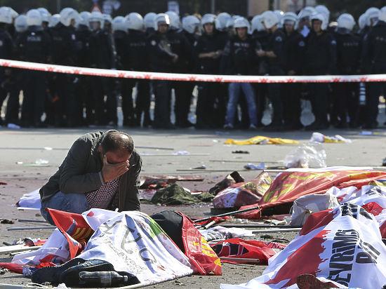 Давутоглу обвинил в теракте ИГ, курдов и марксистов-ленинистов