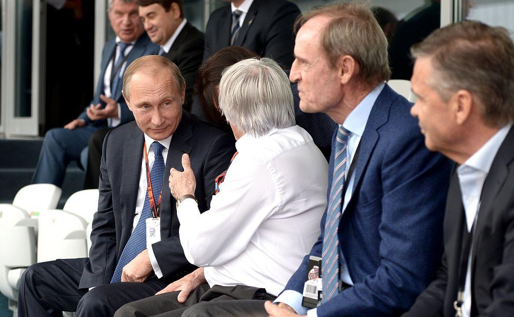 """Путин посетил гран-при """"Формулы-1"""" в Сочи"""