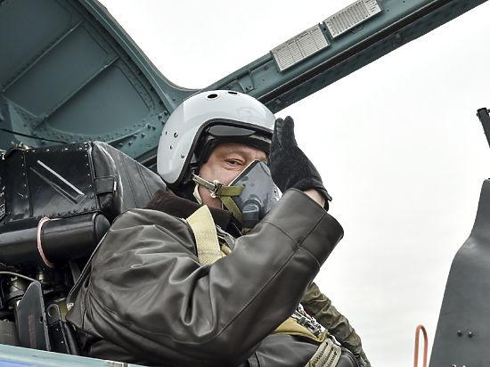 Украинцы засмеяли Порошенко за полеты на российском самолете