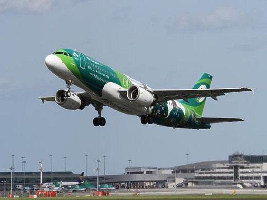 Лайнер совершил экстренную посадку в ирландском аэропорту Корк