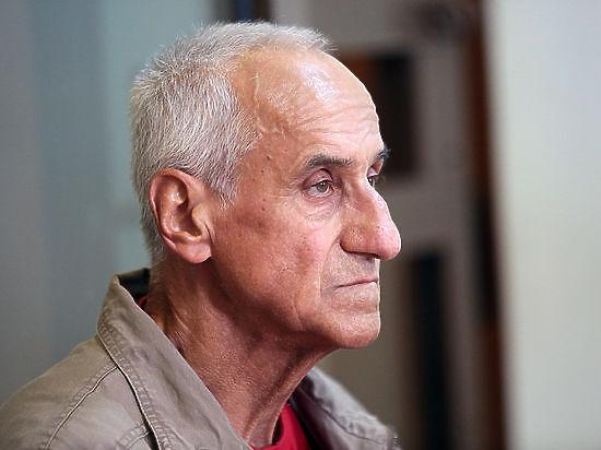 «SERB» облил 75-летнего активиста у стен Кремля