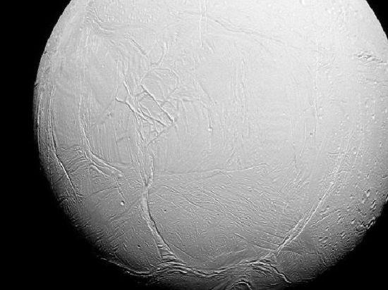 """Сегодня """"Кассини"""" расчетно пройдет вокрестностях небольшого спутника Сатурна -  Скади"""