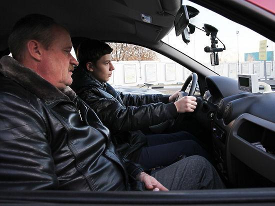 Экзамен для будущих водителей усложнят