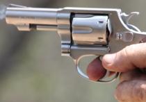 Дедушка бросил внучку в пустыне с напутствием стрелять в плохих парней