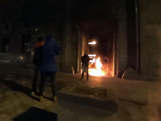 Искусствовед объяснил, как оценивать поджог ФСБ Павленским