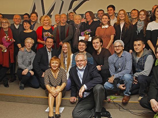 Артисты, получая призы, сами поздравляли газету с 20-летием церемонии