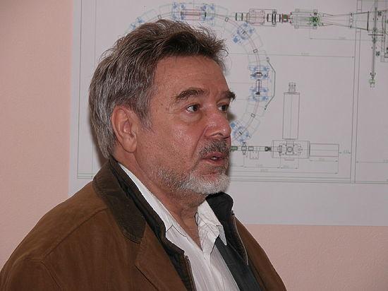 Протонную установку Владимира Балакина запускают в работу