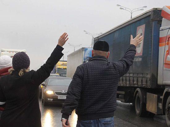 Участникам акций протеста дальнобойщиков выписали штрафы и пригрозили судом