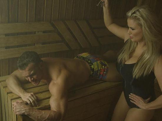 Групповой секс в бане с сексуальными девочками
