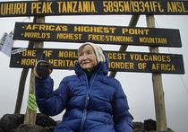86-летняя Ангела Воробьева вместе со своей дочерью — 67-летней Верой Воробьевой — покорила высочайшую точку африканского континента