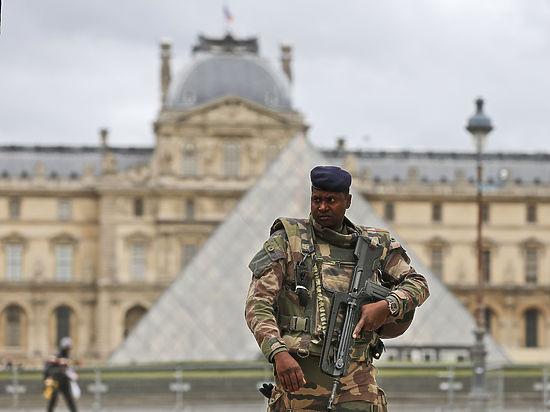 В их жилье под Парижем нашли телефоны, шприцы и недоеденное шоколадное печенье