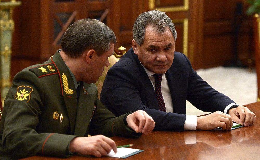 Путин провел совещание по теракту A321 с Шойгу и Бортниковым