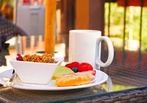 Британские диетологи из Кардиффского университета заметили, что завтраки ощутимо повышают успеваемость детей в школе