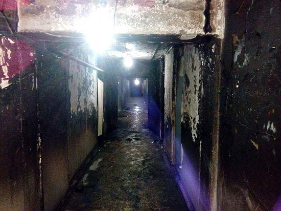 Учащиеся, оказавшиеся в заложниках в собственных комнатах, затыкали щели, чтобы предотвратить поступление угарного газа
